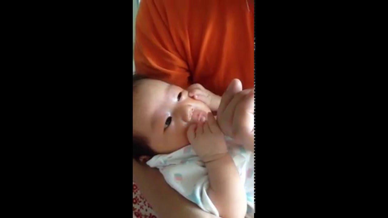 新生児の反射。吸てつ反射