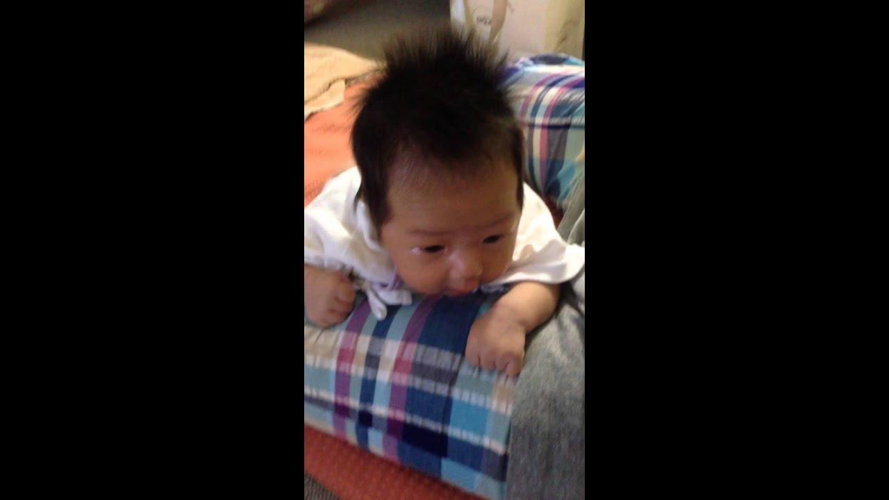 赤ちゃんの遊び。月齢 1ヶ月のころ