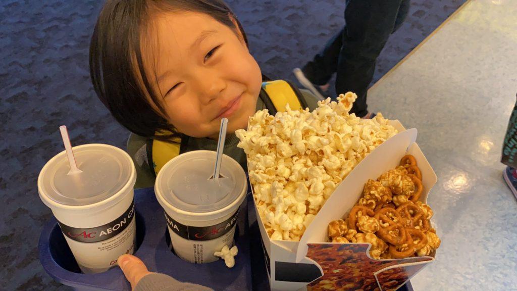 子育てマンガ スーパーねねにゃん   ねねにゃんと映画館