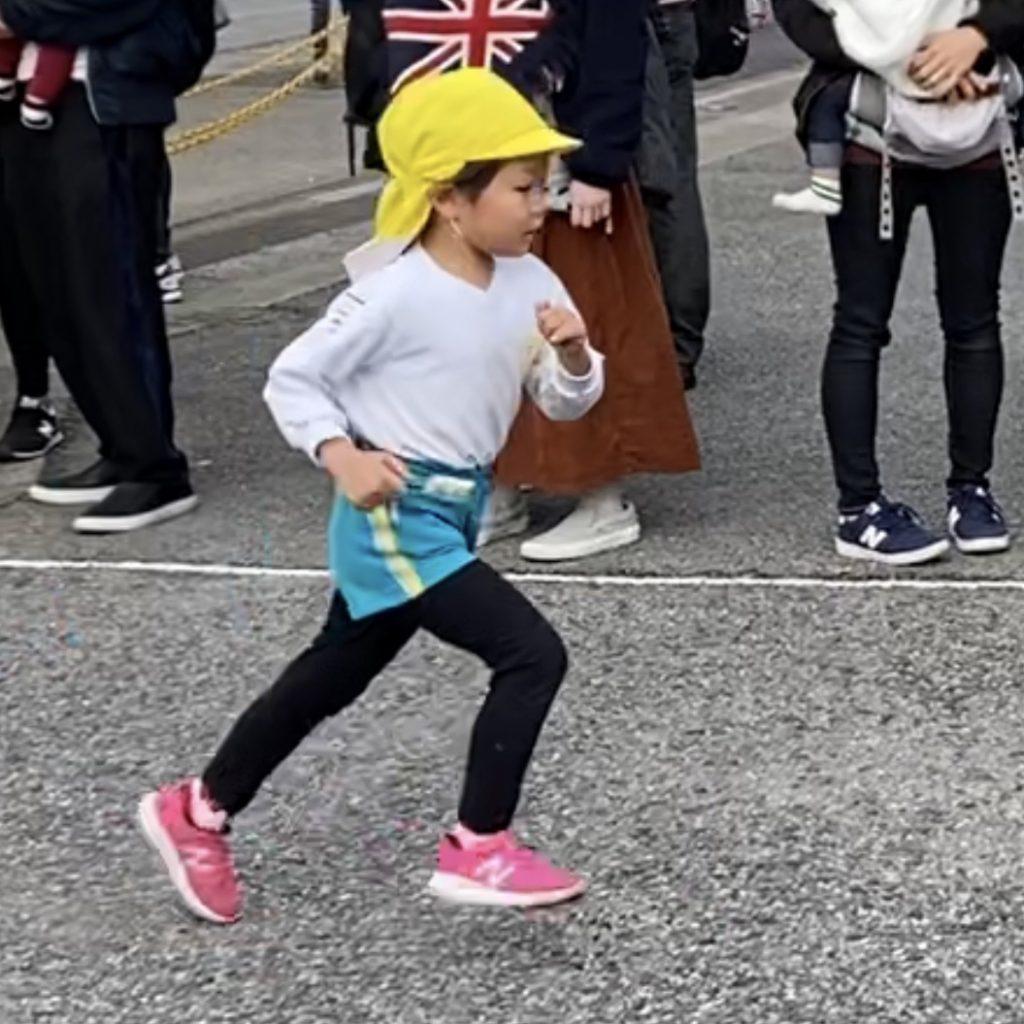 子育てマンガ スーパーねねにゃん | マラソン大会のねねにゃん